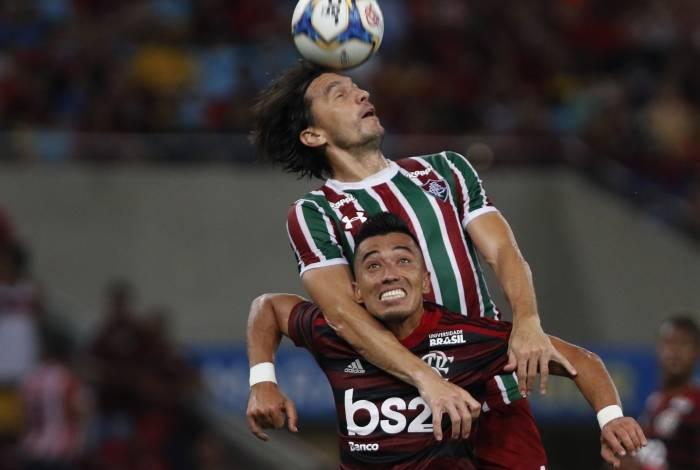 Uribe se contundiu no primeiro tempo do Fla-Flu e fica de fora de duelo na Libertadores