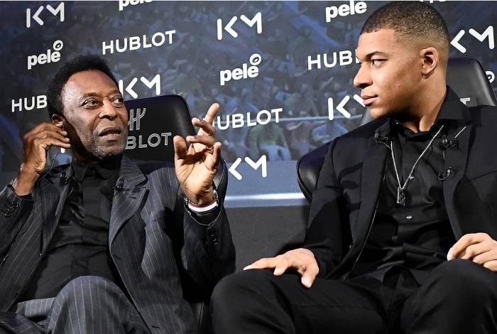 Pelé foi à capital francesa participar de um evento publicitário