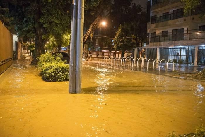 Alagamento na Avenida Paula Sousa, no Maracanã