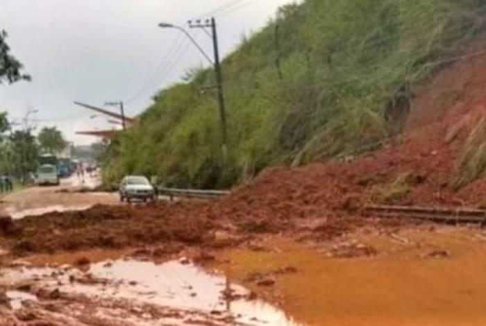 A principal ligação entre Volta Redonda, pela Rodovia Sérgio Braga, ainda está interditada