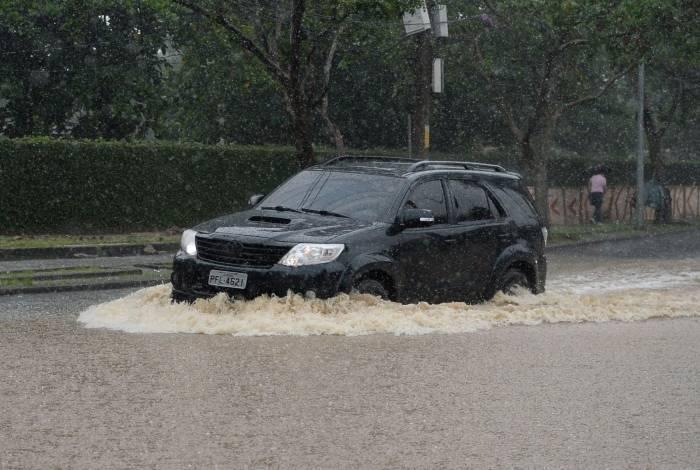 Forte chuva que atinge a cidade do Rio de Janeiro alaga os principais pontos da Zona Sul
