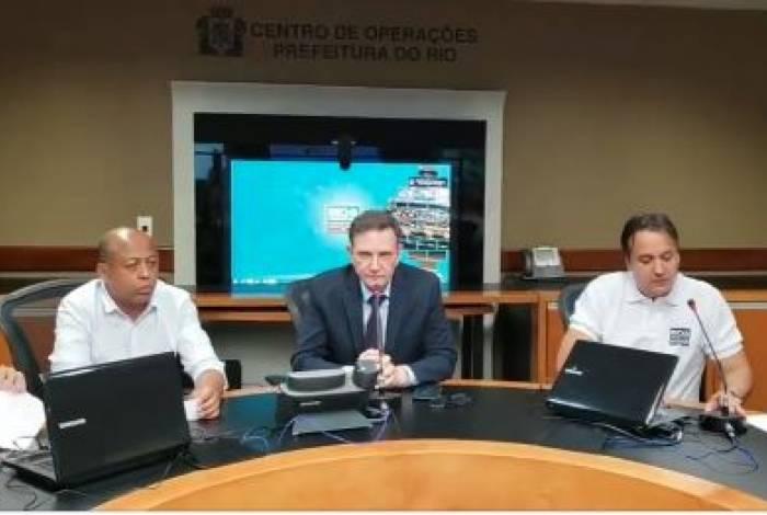 Marcelo Crivella em coletiva no Centro de Operações Rio (COR)