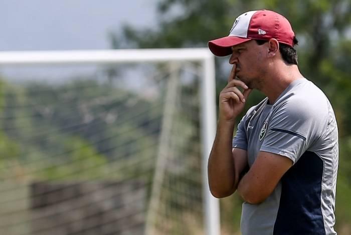 O técnico Fernando Diniz comandou ontem um treino leve no dia extra de 'descanso' do Fluminense