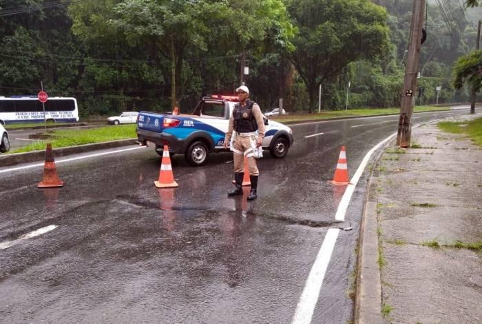 A Grajaú-Jacarepaguá foi fechada nos dois sentidos