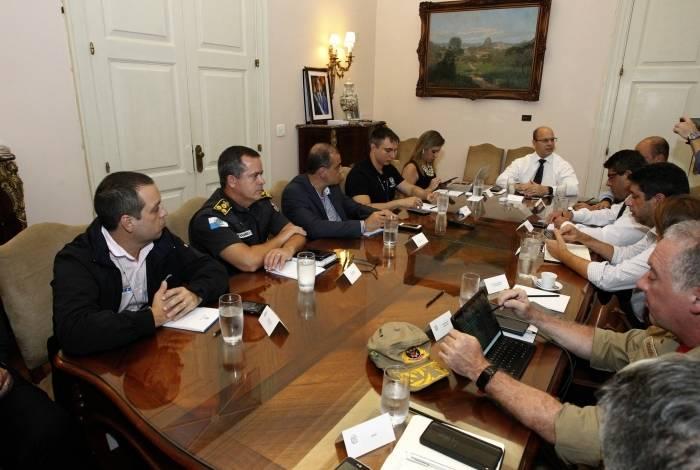 Witzel e secretários em reunião no Palácio Guanabara