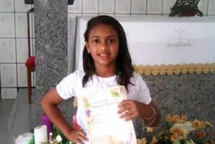 Michele Magalhães Rodrigues, de 11 anos, levou um tiro nas costas e na cabeça