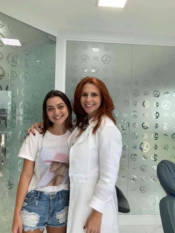 Polliana Aleixo e a dentista Daniela Fernandes