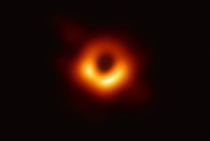 Fotografia mostra pela primeira vez um buraco negro
