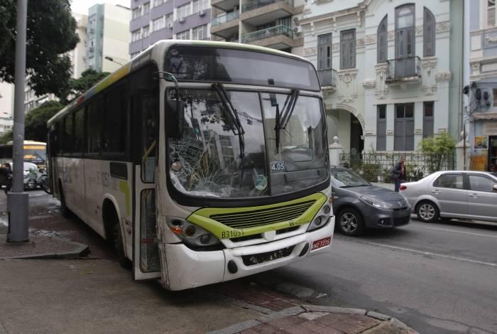 Ônibus invadiu calçada e atropelou idosa em Laranjeiras