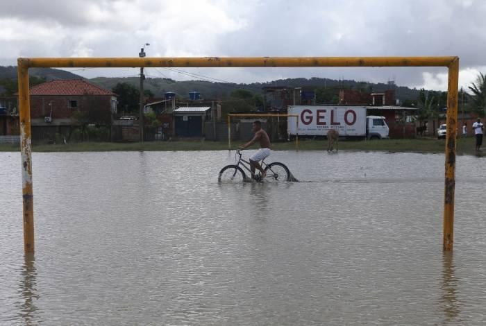 Região de Guaratiba ainda sofre com os efeitos da chuva
