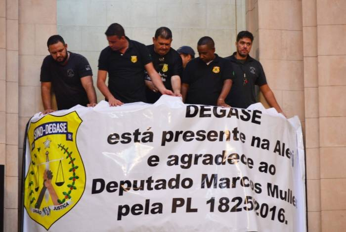Votação do projeto de lei que garante porte de arma aos agentes do Degase