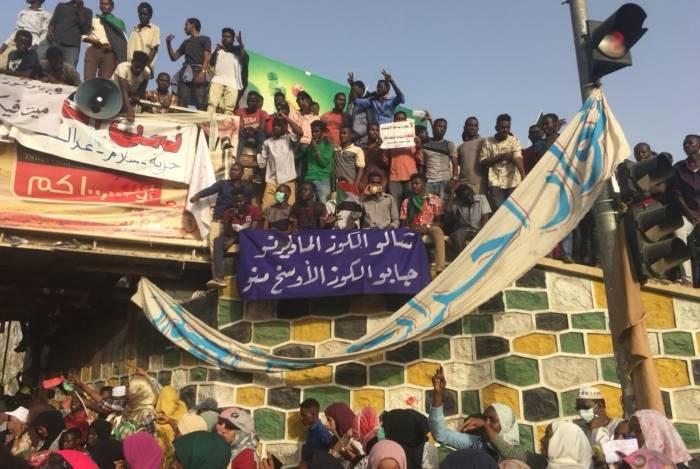 Sudão é palco, desde dezembro, de manifestações motivadas pela decisão do governo de triplicar o preço do pão. Protestos rapidamente passaram a pedir derrubada de presidente