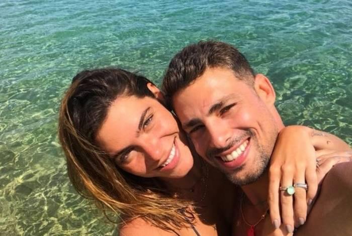 Mariana Goldfarb e Cauã Reymond farão cerimônia de casamento neste sábado (13)