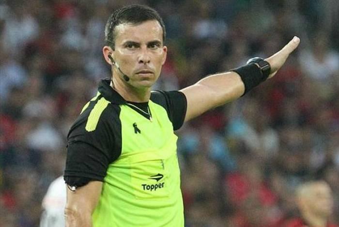 Rodrigo Nunes de Sá vai apitar a primeira partida da final entre Vasco e Flamengo