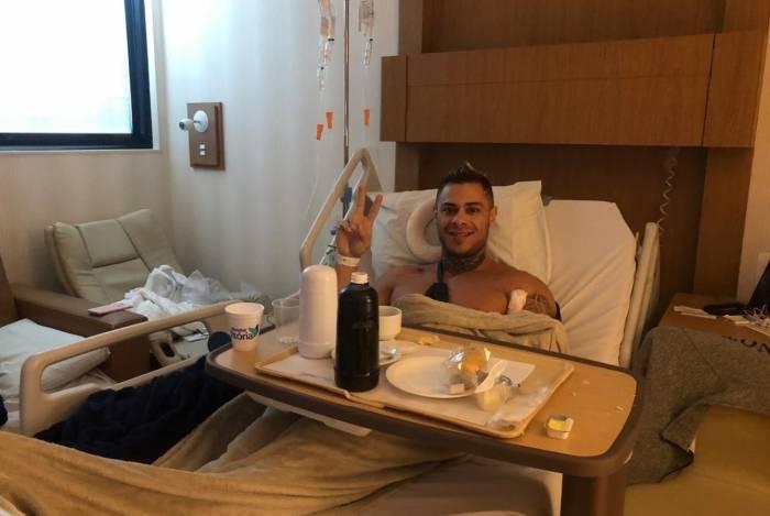 Léo Stronda no hospital