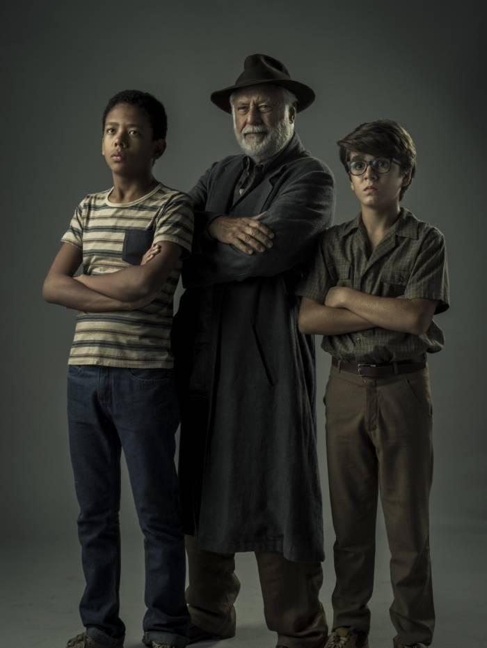 Detetives: Paulo (João Gabriel D'Aleluia), Ubiratan (Fagundes) e Eduardo (Xandy Valois)