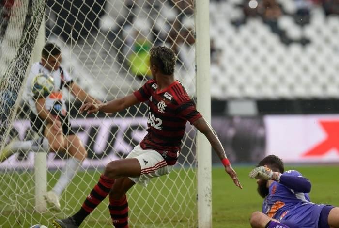 Bruno Henrique marcou duas vezes na vitória sobre o Vasco