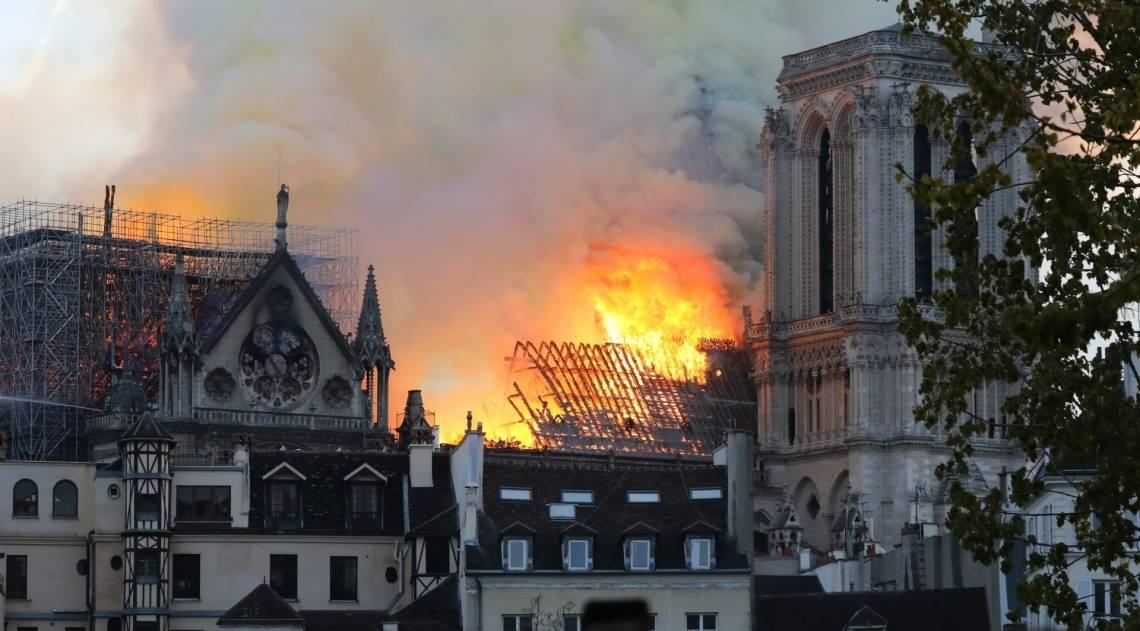 Catedral de Notre-Dame em chamas, em Paris