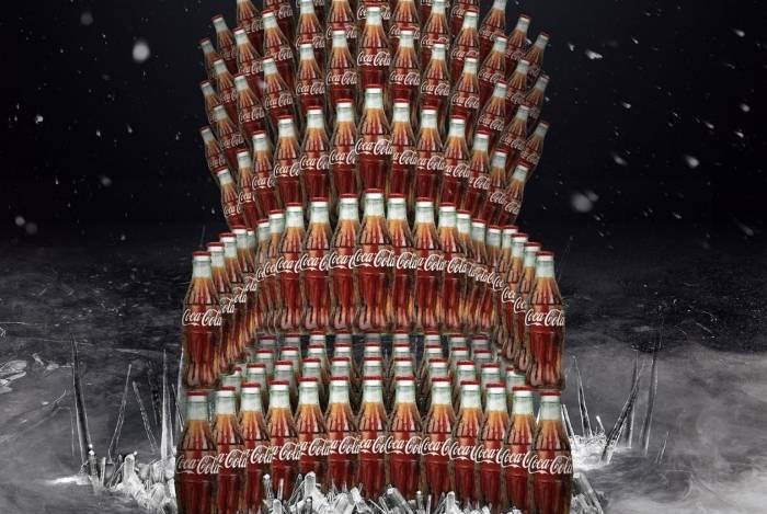 Até a Coca-Cola entrou no gelo e lançou um trono para lá de refrescante