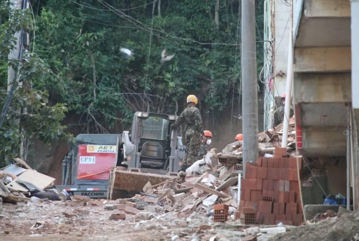 Resgate de vítimas fatais dos desabamentos na Muzema, na Zona Oeste do Rio.  Foto: Daniel Castelo Branco / Agência O Dia