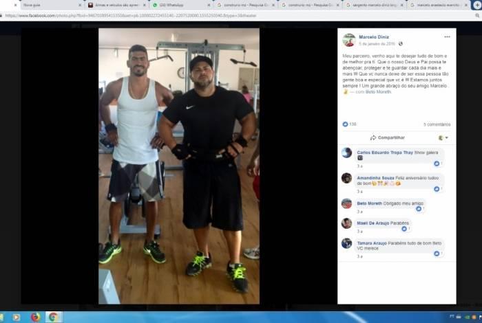 Diniz e Marcelo Bomba, que está foragido, em foto de rede social de Marcelo
