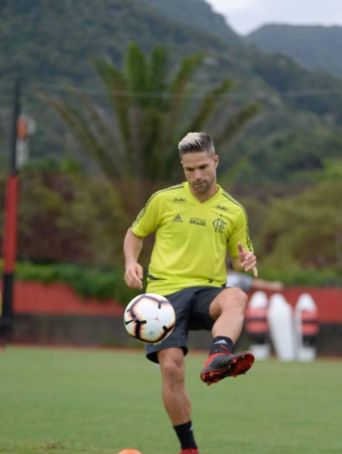 Diego deve voltar ao time titular na vaga de Bruno Henrique, suspenso
