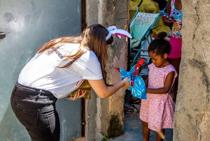 Entrega de ovos de Páscoa do Projeto Pazcoz nas Comunidades