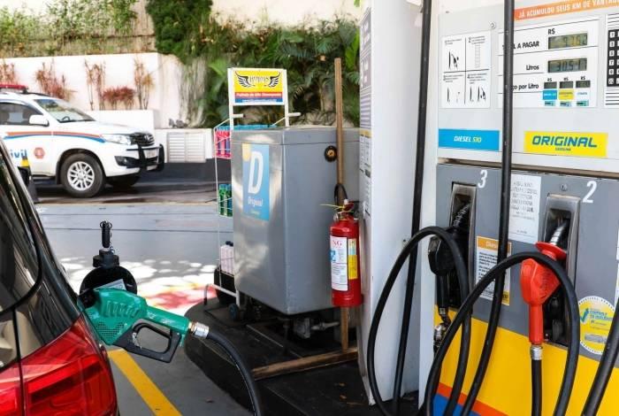 Professor defende a criação de um imposto de valor fixo para reduzir volatilidade de preços dos combustíveis