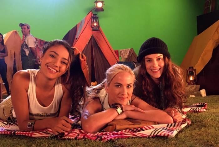 Carolina Oliveira, Luiza Valdetaro e Sophia Abrahão em 'Se a Vida Começasse Agora'