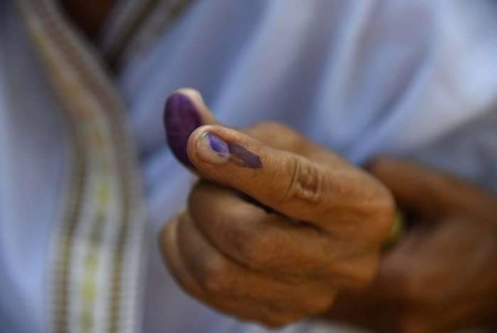 O indicador de cada eleitor fica marcado com tinta indelével após ter ido às urnas