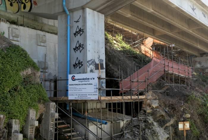 Rio de Janeiro - 19/04/2019 - Desgate em pilares do elevado do Joá obriga prefeitura a fazer obras de emergência. Foto: Luciano Belford/Agência O Dia