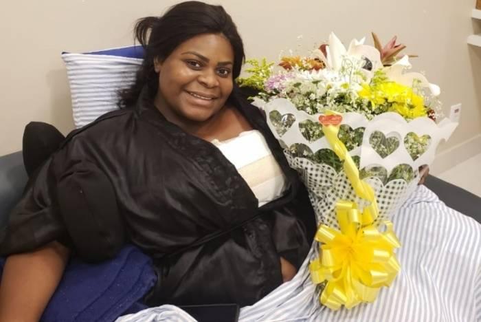 Jojo Todynho recebe flores de nutricionista