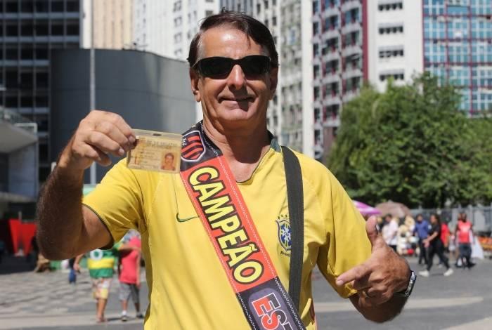 Torcedores do Flamengo fazem a festa no Largo da Carioca um dia após a conquista do título de Campeão Estadual em cima do Vasco no Maracanã