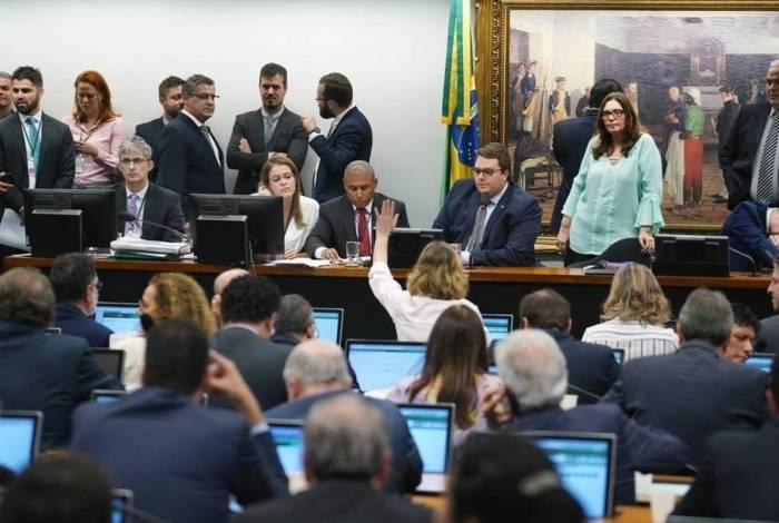Deputados votam texto do relator da Reforma da Previdência na CCJ