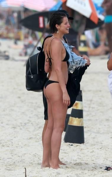 Agatha Moreira, Rodrigo Simas e Juliano Laham curtem dia de praia