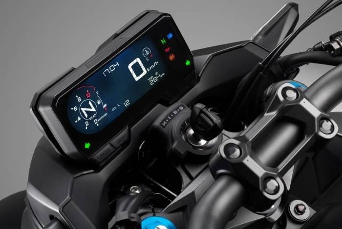 Painel 100% digital traz velocímetro, indicador de marcha e hodômetro parcial e de viagem