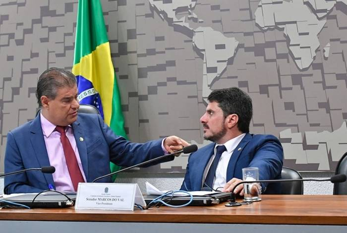 O presidente da CRE, Nelsinho Trad, e o vice, Marcos do Val, relator da proposta