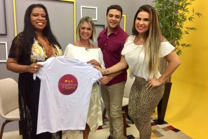 Solange Gomes e a fundadora do projeto Cabelinhos do Bem Elis de Sá, participaram do programa 'Dois Em Um'