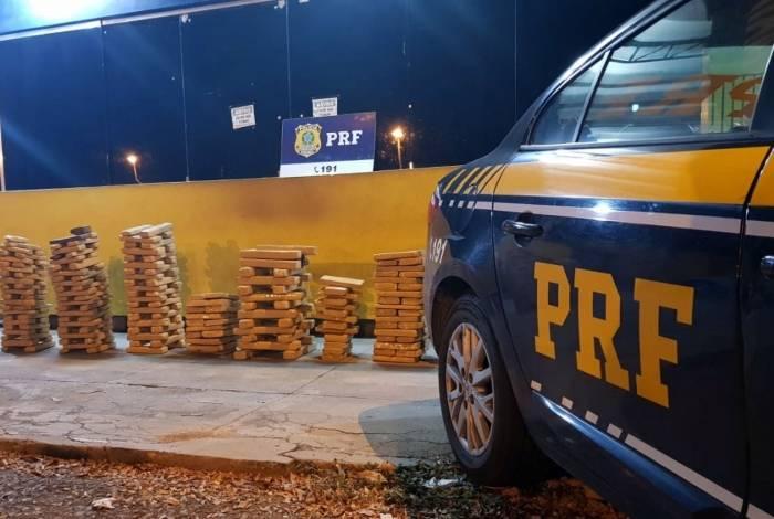 Droga foi interceptada por policiais rodoviários federais