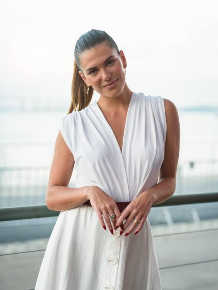 Mariana Goldfarb acompanha desfile de novos talentos em evento de moda no Rio