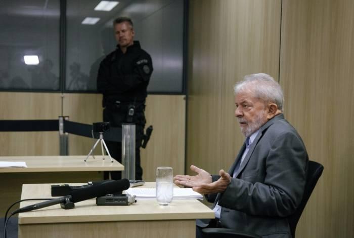Ex-presidente Luiz Inácio Lula da Silva cumpre pena de oito anos e 10 meses em sede da Polícia Federal