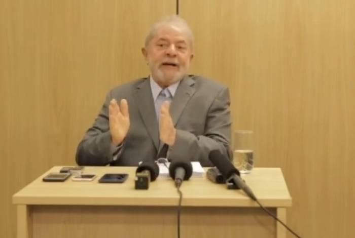 Ex-presidente Lula durante entrevista em Curitiba