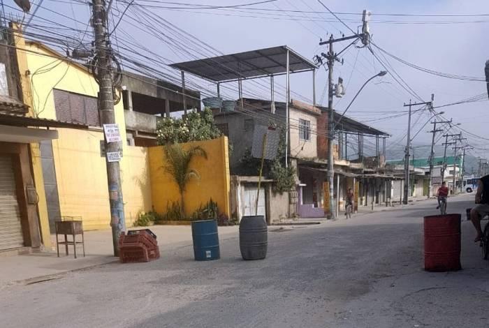 Ruas da região ficaram desertas durante todo o dia de ontem