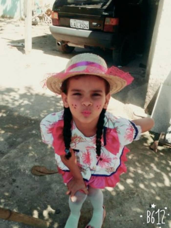 Ana Cristina Pacheco Luciano, 9 anos, sofreu queimaduras em 80% do corpo após cair em poça de combustível vazado de duto que sofreu tentativa de furto em Caxias