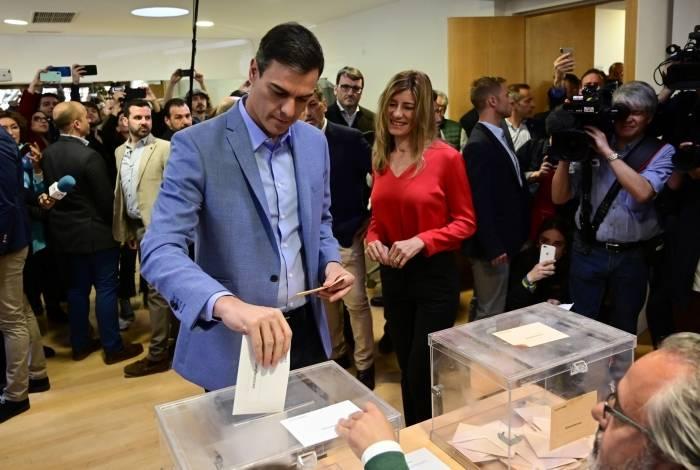 Presidente da Espanha, Pedro Sanchez, vota em eleição para definir o Parlamento