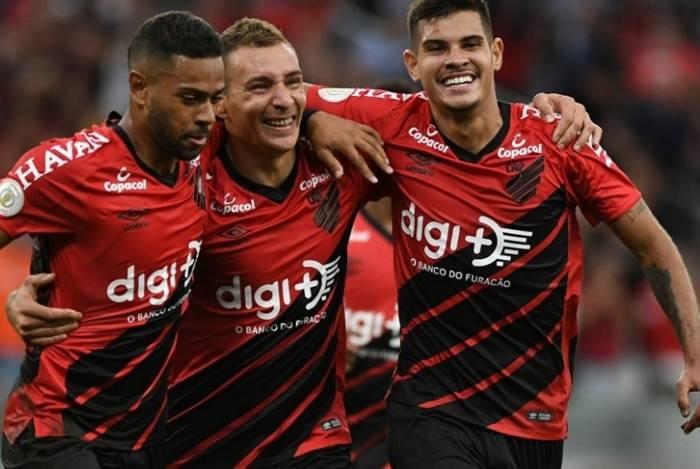 Jogadores do Furacão comemoram gol contra o Vasco