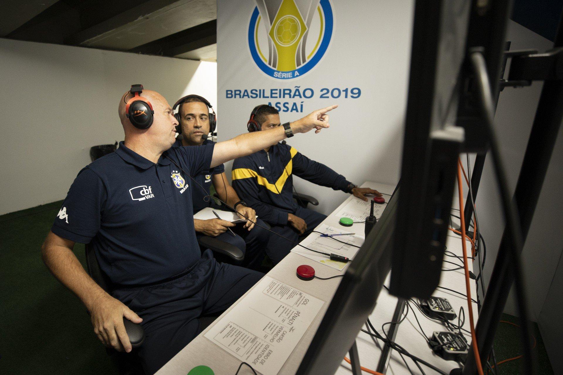 Empresa que opera o VAR na Série B afirma que 'não houve problema tecnológico' em jogo do Vasco
