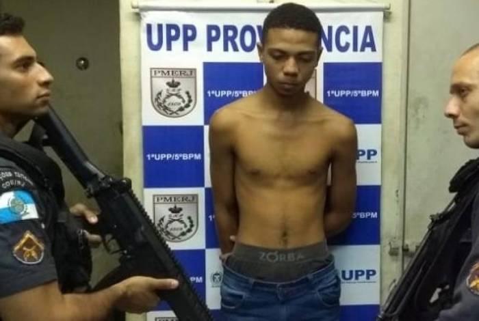 Polícia prende suspeito de assaltar veículos no Centro do Rio