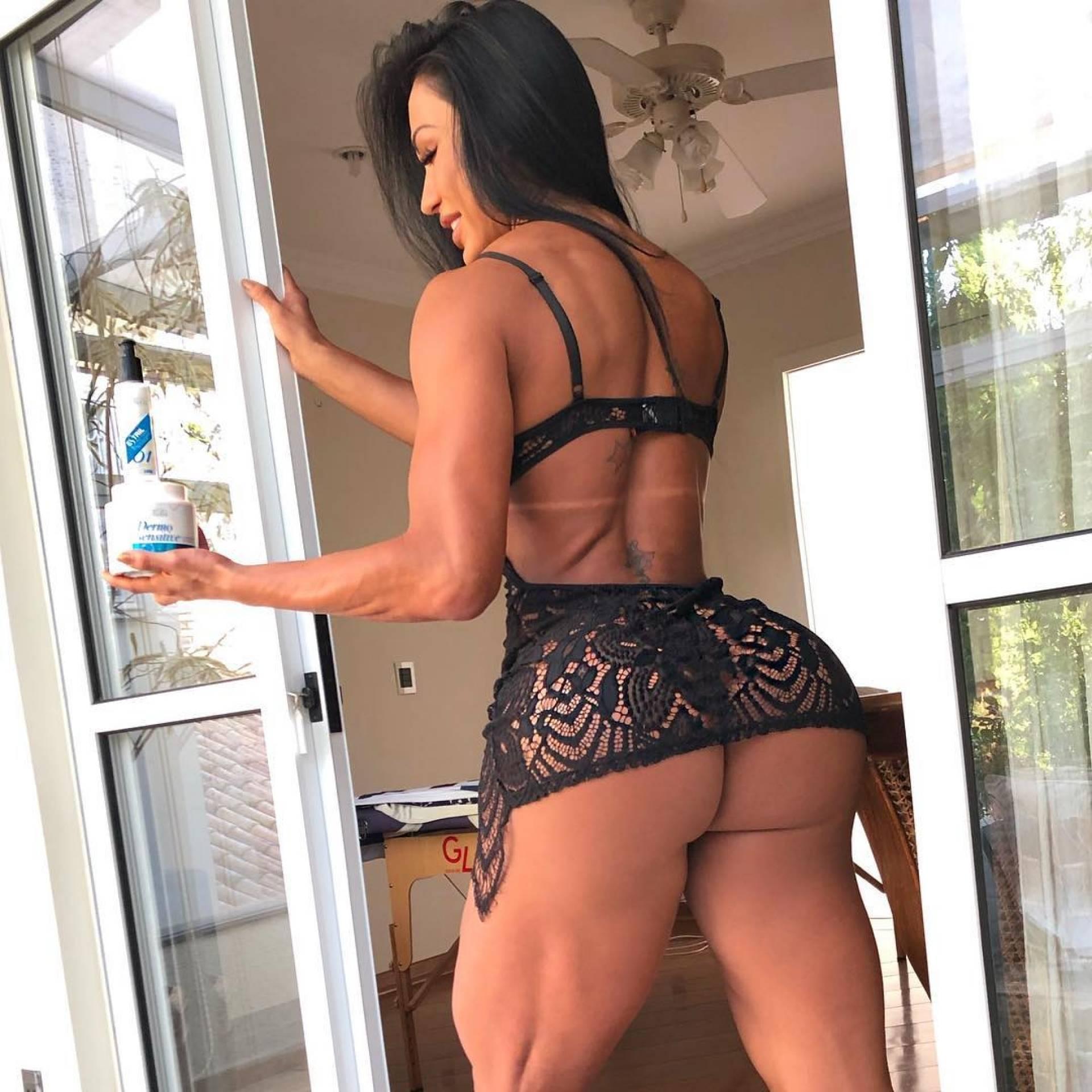 93d54622bb8553 Gracyanne Barbosa exibe bumbum gigante em foto sensual feita em ...