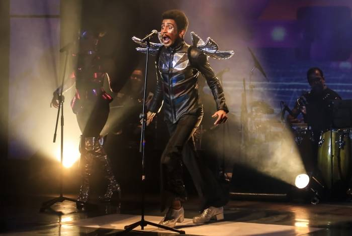 Ícaro Silva na peça-show 'Ícaro and The Black Stars', em cartaz no Teatro Carlos Gomes
